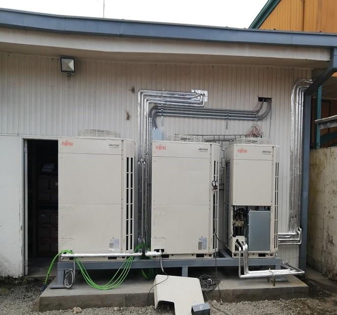 Instalación de equipos de volumen de Refrigerante Variable (VRV) Banco Estado Castro
